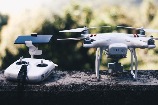 picture onf dji phantom and remote